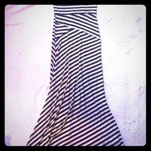 Dresses & Skirts - Long striped maxi skirt 🌿